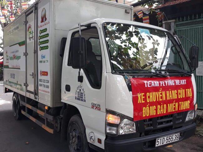 Xe tải 2 tấn chở hàng cứu trợ miền trung